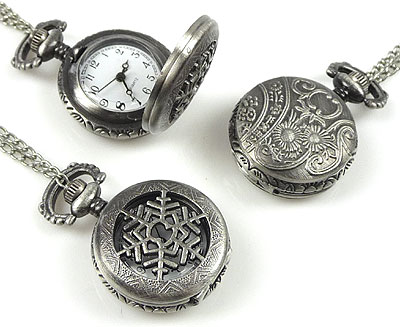 www.beadyourfashion.nl - Metalen halsketting ± 75cm met klokje/horloge bewerkt met sneeuwvlok ± 41x27mm