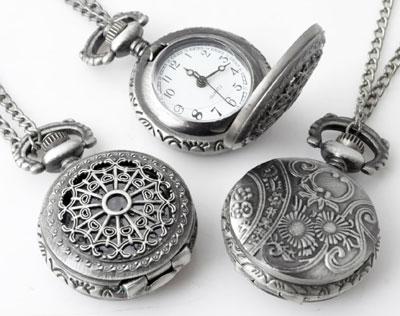 www.beadyourfashion.nl - Metalen halsketting ± 75cm met klokje/horloge bewerkt ± 41x27mm