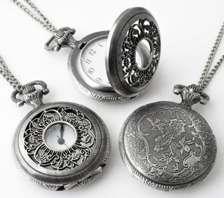 www.beadyourfashion.nl - Metalen halsketting ± 75cm met klokje/horloge bewerkt ± 56x40mm