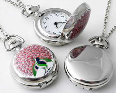 www.beadyourfashion.com - Metal necklace ± 77cm with clock/watch decorated with ceramic with peacock ± 43x29mm