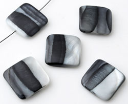 www.beadyourfashion.com - Mother of pearl beads, flat square, decorated with stripes ± 18mm, ± 3-5mm thick