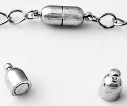 www.beadyourfashion.com - Brass clasp magnetic, with 2 eyes ± 18x6mm (eye ± 1mm) (warning: not to be worn by people with a pacemaker)