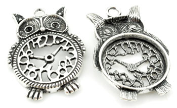 www.beadyourfashion.com - Metal pendant/charm owl, decorated with clock ± 48x33mm with settings for SWAROVSKI ELEMENTS 1028/1088 PP14 (± 2mm) and PP24 (± 3,1mm) pointed backs (hole ± 4mm)