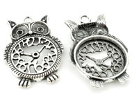 Metal pendant/charm owl, decorated with clock ± 48x33mm with settings for SWAROVSKI ELEMENTS 1028/1088 PP14 (± 2mm) and PP24 (± 3,1mm) pointed backs (hole ± 4mm)