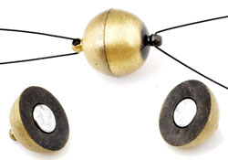 www.beadyourfashion.com - Brass clasp matte round magnetic, with 2 eyes ± 19x14mm (eye ± 2mm) (warning: not to be worn by people with a pacemaker)
