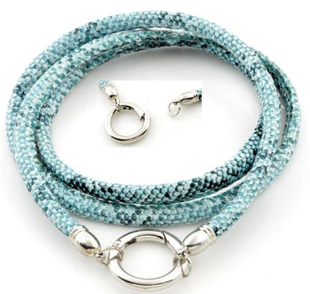 www.beadyourfashion.nl - Halsketting van imitatieleer koord met slangenprint ± 81cm, ± 5x7mm dik, met brass hanger/tussenzetsel (messing) ring, naar binnen te openen ± 25mm, ± 4mm dik