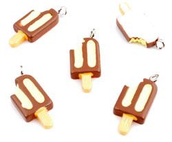 www.beadyourfashion.com - Synthetic pendant/charm ice cream with metal eye ± 24x10mm