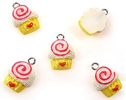 www.beadyourfashion.com - Synthetic pendant/charm cupcake with metal eye ± 18x13mm