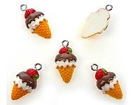 Synthetic pendant/charm ice cream with strawberry, with metal eye ± 23x12mm
