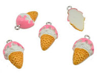 Synthetic pendant/charm ice cream with metal eye ± 22x13mm