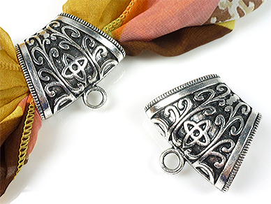www.beadyourfashion.com - Metal pendant/scarf ring decorated, with eye ± 38x40mm (hole ± 25x13mm) (eye ± 5mm)