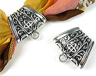 Metal pendant/scarf ring decorated, with eye ± 38x40mm (hole ± 25x13mm) (eye ± 5mm)