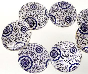www.beadyourfashion.es - Cuentas de nácar, planas, redondas, decoradas con flores ± 29-30mm, ± 3-4mm grueso