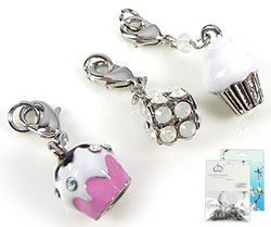 www.beadyourfashion.com - DoubleBeads Mini Jewelry Kit Mix & Match charms cupcake (set of 3 pcs.) ± 32-36mm with SWAROVSKI ELEMENTS pointed backs and metal accessories (can be combined with other DoubleBeads Mix & Match items)