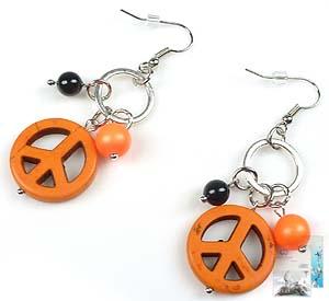 www.beadyourfashion.nl - DoubleBeads Mini Sieradenpakket oorbellen ± 6cm met SWAROVSKI ELEMENTS parels, imitatie turquoise vredestekens en diverse metalen accessoires