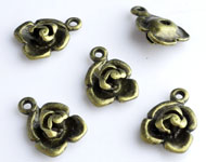 www.beadyourfashion.com - Metal charms flower