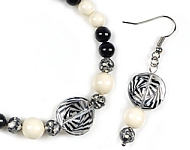 www.beadyourfashion.nl - BeadYourFashion Mini project black & white jewelry set